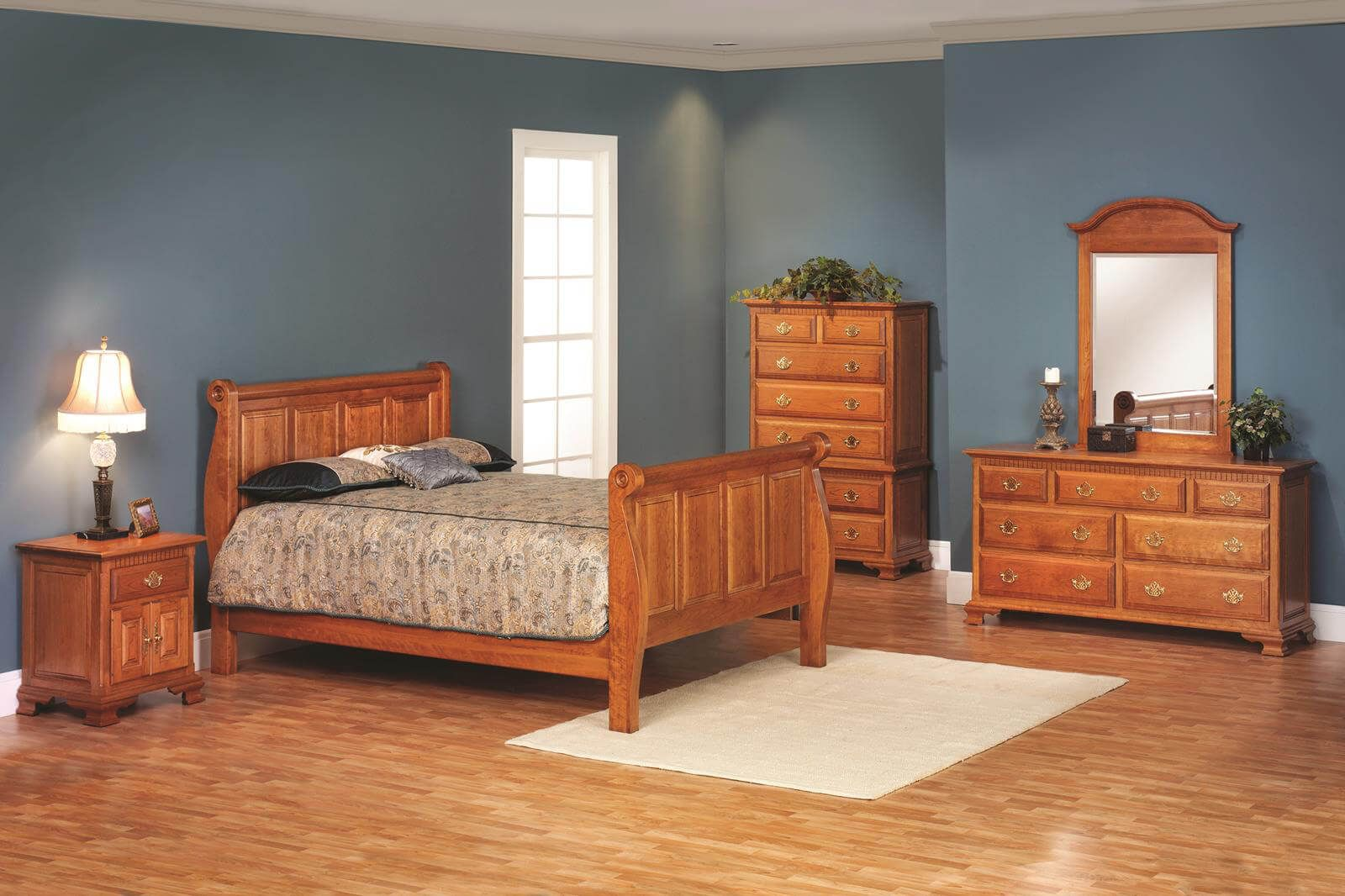 Elizabeth's Tradition Amish Bedroom Furniture Set