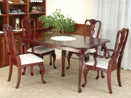 Royal Melbourne Dining Table in Cherry