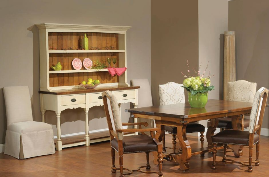 Lockheart Dining Set image 1