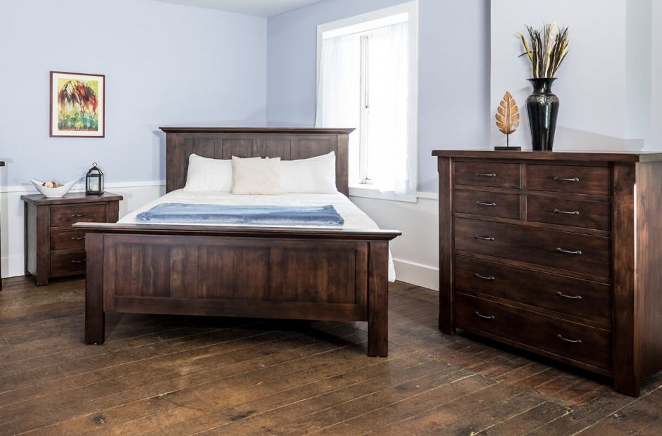 New Milton Bedroom Set image 1