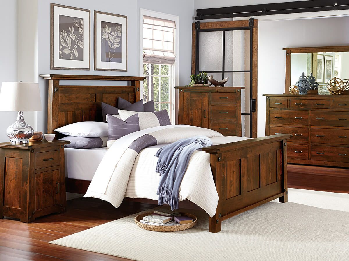 Lunada Bedroom Set in Rustic Cherry
