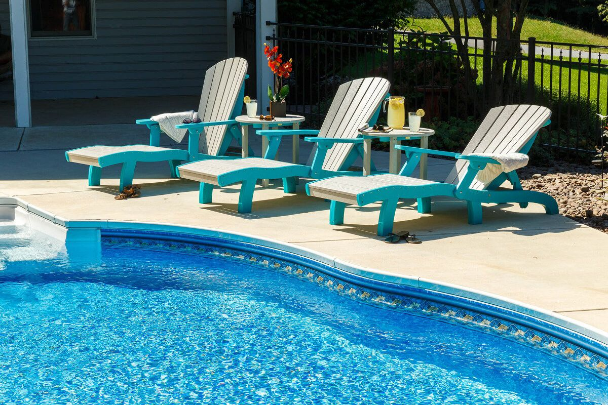 Avalon Outdoor Lounge Chair Lifestyle