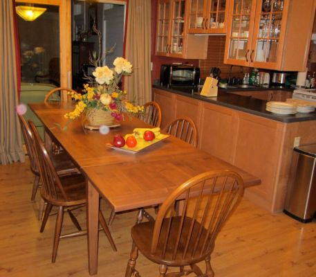 Refectory Table Adds Flawless Finish to Kitchen